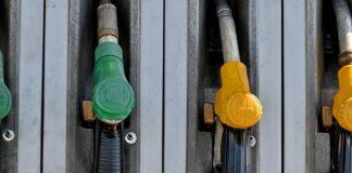 Il prezzo del petrolio cala ma quello della benzina no