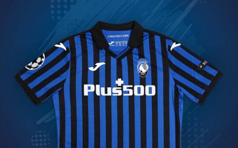 La nuova maglia dell'Atalanta con lo sponsor Plus500